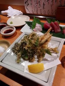 岐阜 オルソウの子鮎(実は琵琶湖産)と山菜の天ぷら.むちゃくちゃおいしかった.